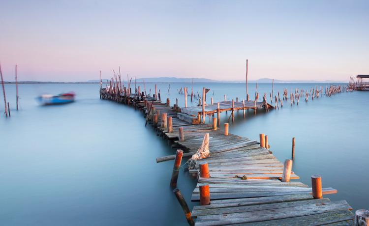 palafitte-pier-at-sunrise-by-jono-renton