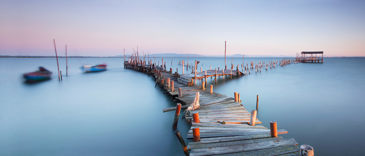 palafitte-pier-at-sunrise-by-jono-renton